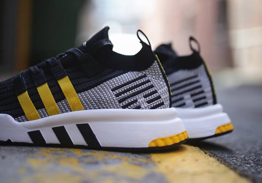 basket-adidas-equipment-support-adv-mi-montante-noire-3-bandes-jaunes-CQ2999 (4)