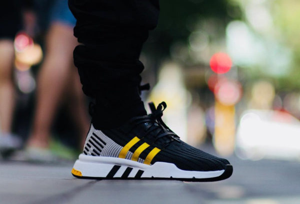 detailed look e03ea a0891 Chaussure Adidas EQT Support Mid ADV PK noire jaune on feet