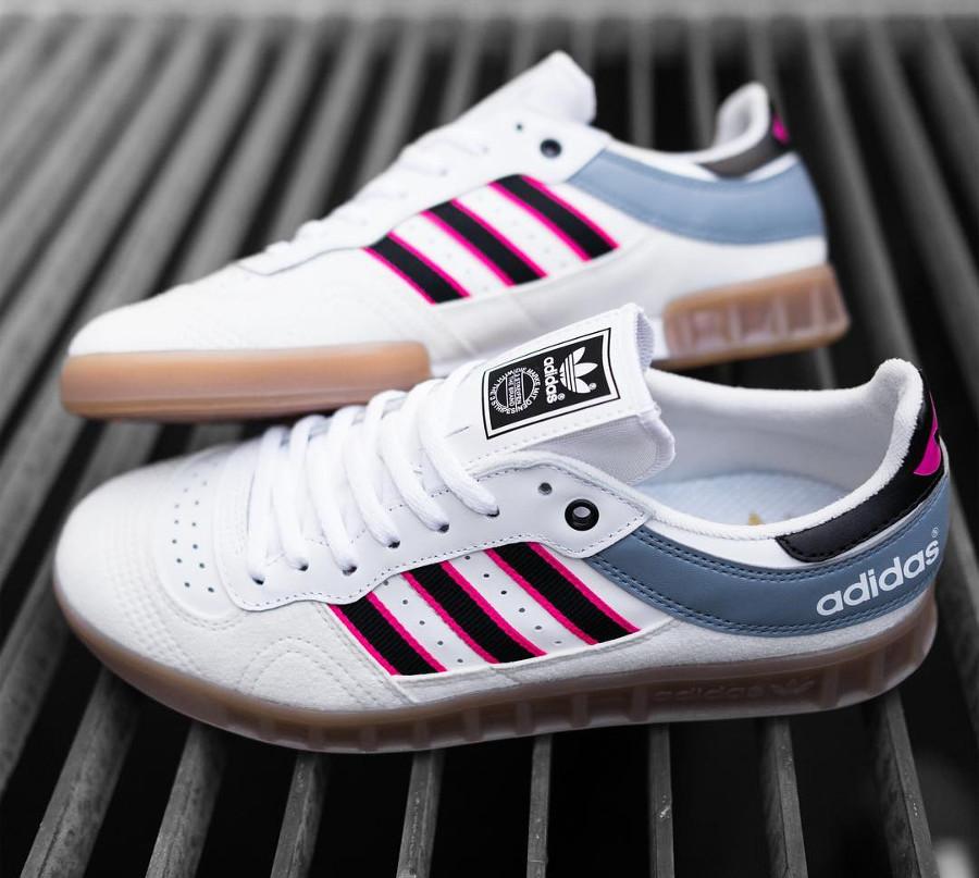 basket-adidas-handball-top-cuir-blanc-3-bandes-roses-homme-CQ2313