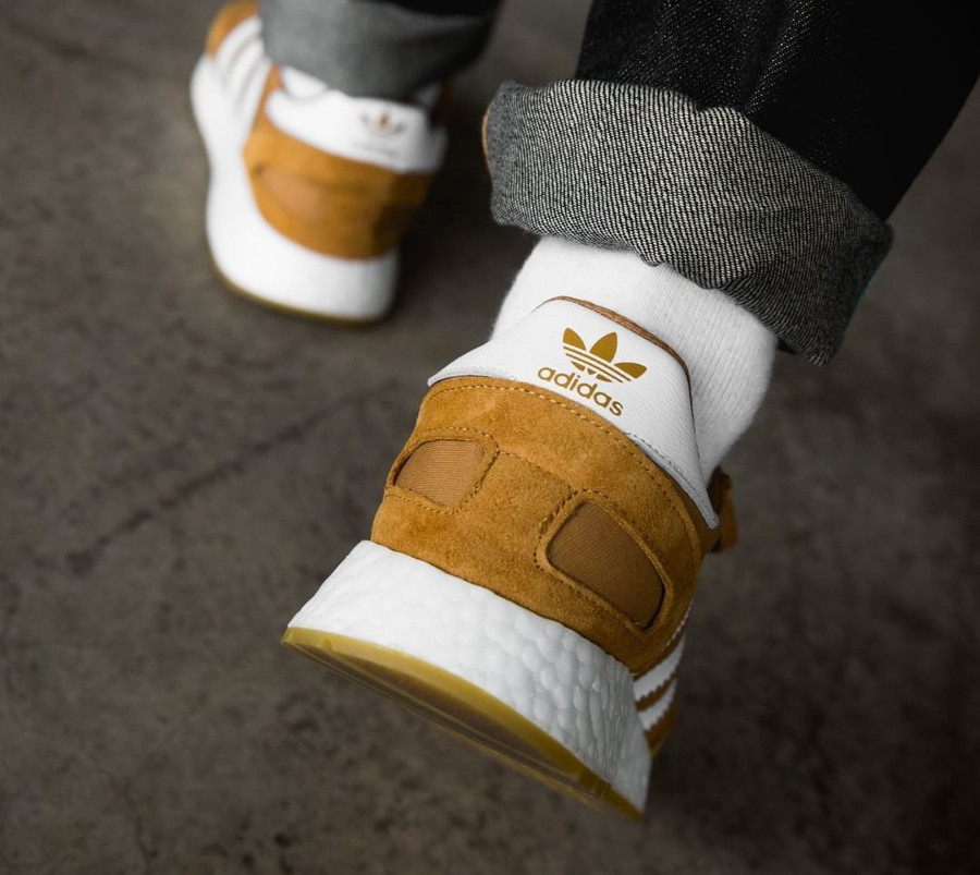 basket-adidas-i-5923-iniki-runner-homme-marron-on-feet-CQ2491 (3)
