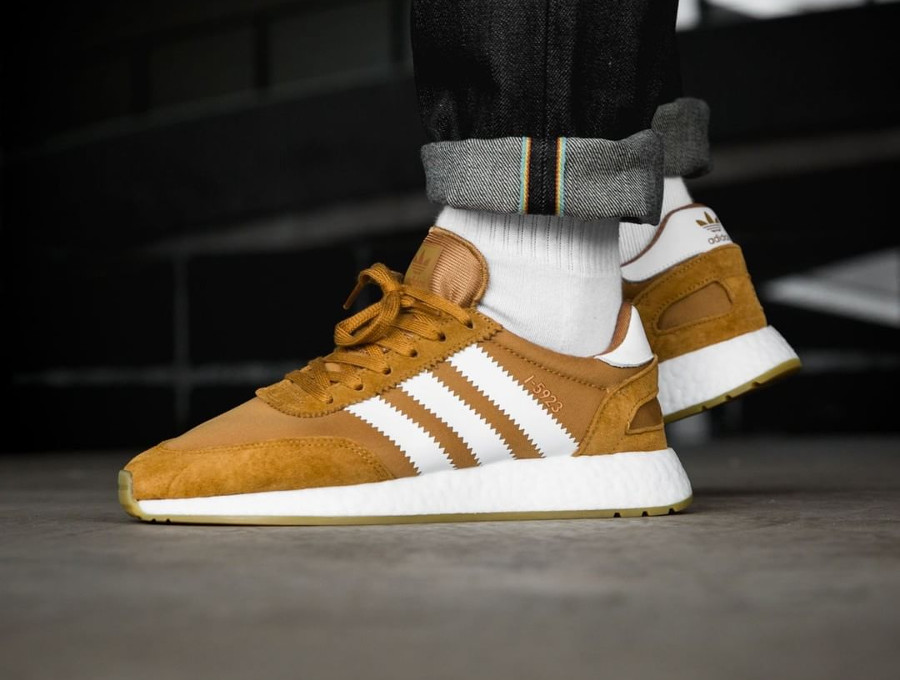 basket-adidas-i-5923-iniki-runner-homme-marron-on-feet-CQ2491 (4)