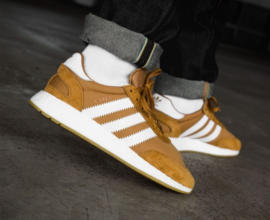 basket-adidas-i-5923-iniki-runner-homme-marron-on-feet-CQ2491 (5)