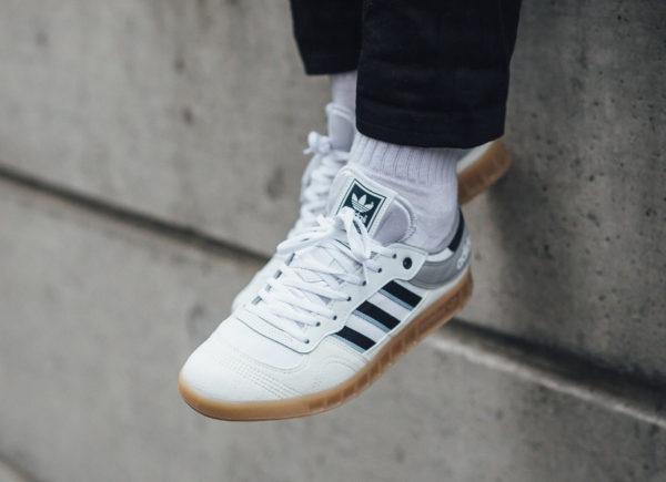 Chaussure Adidas Liga OG White Navy Clear Sky on feet réédition 2018