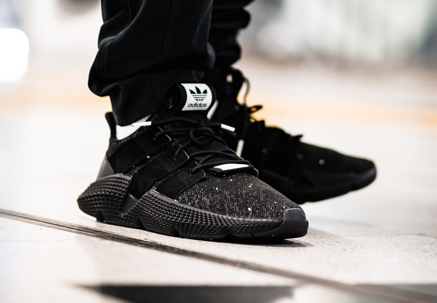 basket-adidas-originals-prophere-knit-noire-core-black-white-on-feet-B22681 (2)