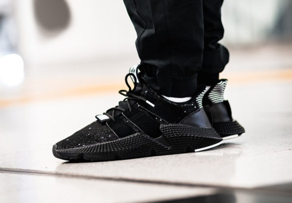basket-adidas-originals-prophere-knit-noire-core-black-white-on-feet-B22681 (4)