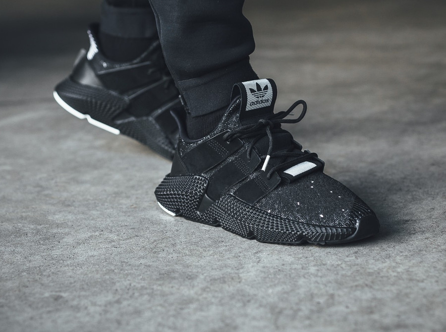 chaussure Adidas Prophere Oreo Cookies & Cream on feet (B22681)