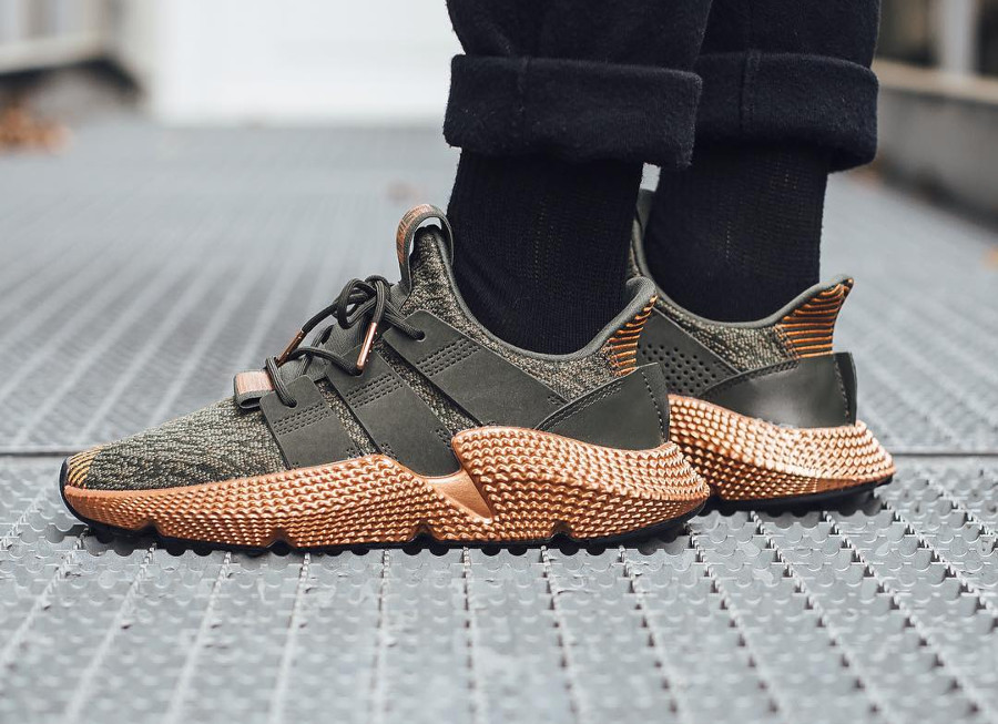 basket-adidas-prophere-fille-vert-semelle-cuivre-metallique-on-feet-DA9616 (2)