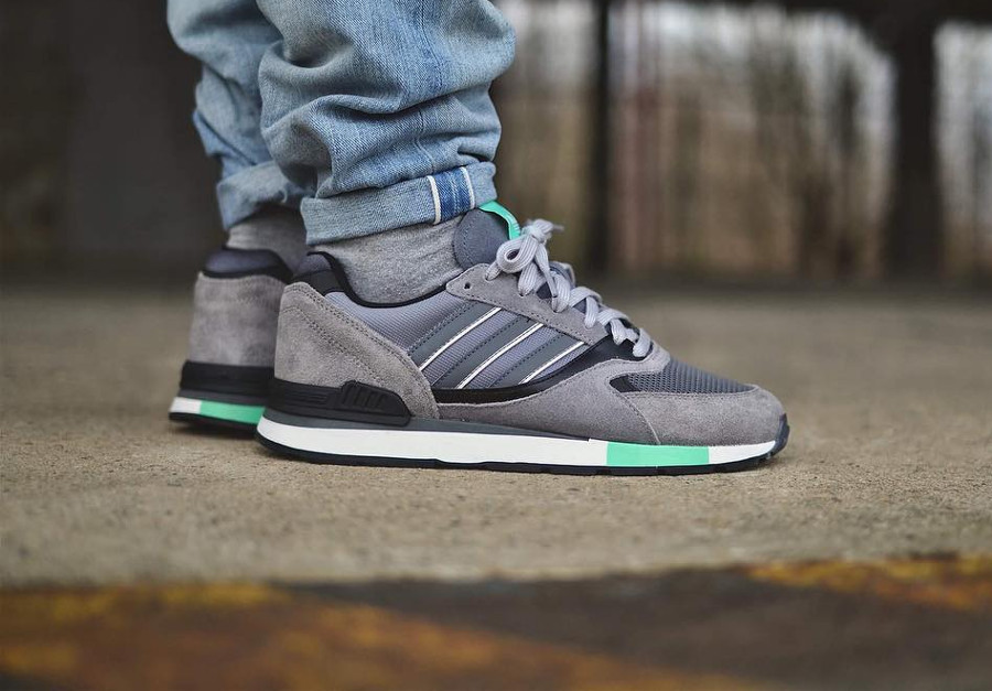 Chaussure Adidas Quesence 2018 Grey Three (grise & verte) on feet