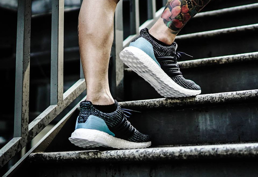 basket-adidas-ultraboost-4-0-plastique-recyclé-ocean-parley-noir-bleu-on-feet-CG3673 (2)