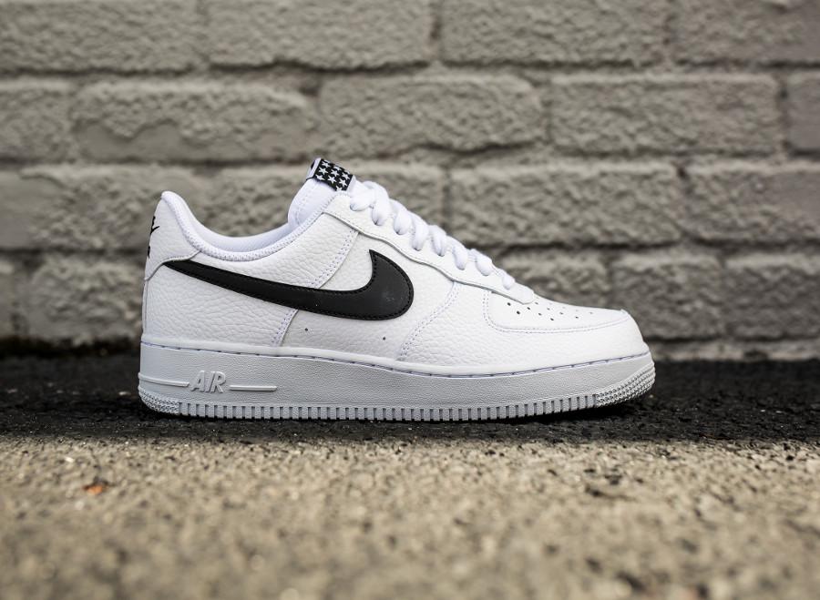 nouveau style debd3 d6ea1 Avis] Où trouver la Nike Air Force 1 07 Pivot 2018 (écusson ...