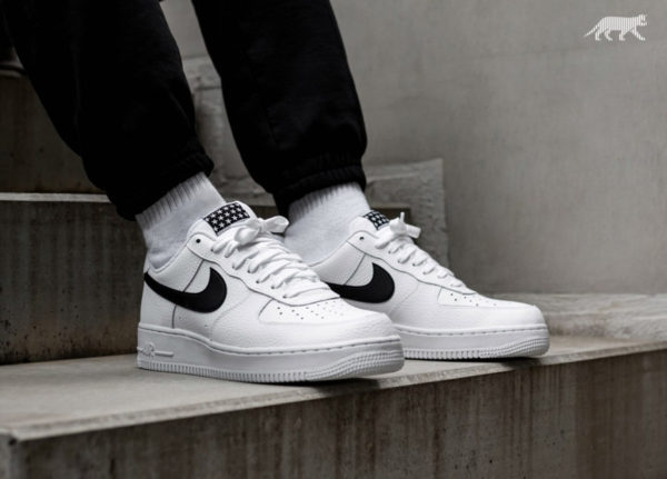 Chaussure Nike Air Force 1 07 Pivot 2018 (écusson étoilé) on feet