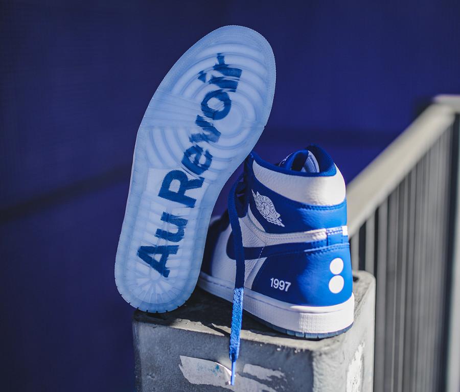 basket-air-jordan-1-montante-bleu-pantone-colette-friends-and-family (1)