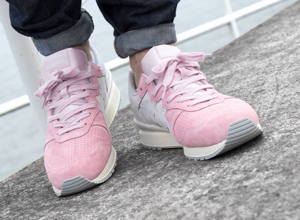 Chaussure Asics Onitsuka Tiger Ally Parfait Pink Vaporous Grey on feet
