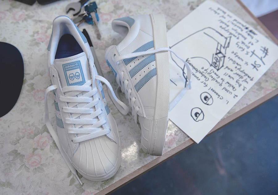 basket-krooked-skate-adidas-superstar-blanche-bleu-ciel-broderie-pétales-de-fleur-AC8419 (4)