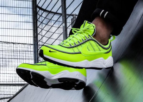 Chaussure Nike Air Spiridon '16 Fluo Volt (bandes réfléchissantes) on feet