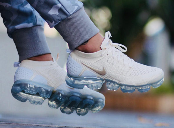 Chaussure Nike Air Vapormax 2.0 Flyknit Beige Light Cream on feet