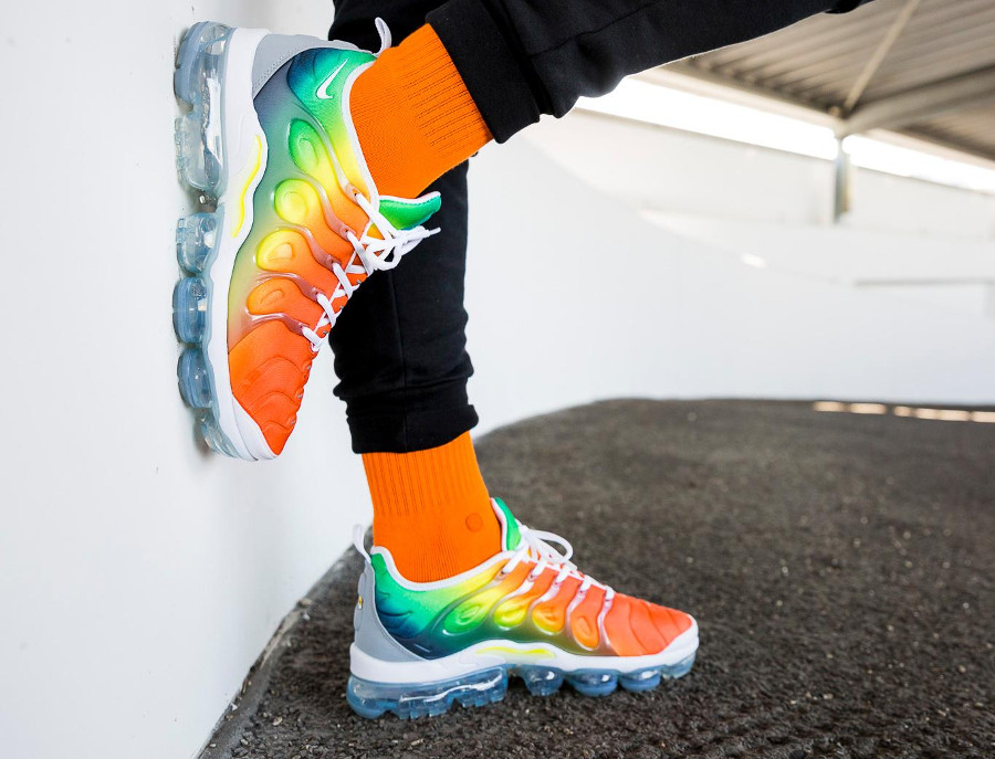 basket-nike-air-vapormax-plus-vm-dégradé-orange-jaune-fluo-vert-924453-103 (2)
