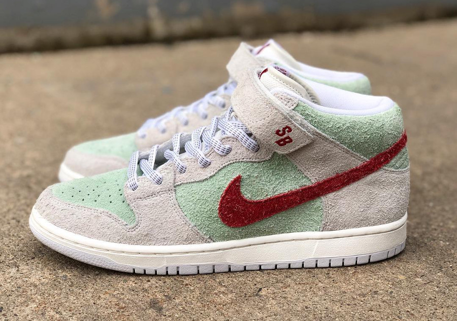 basket-nike-dunk-mid-pro-sb-hairy-suede-gris-vert-menthe-rouge-AQ2207-163 (1)
