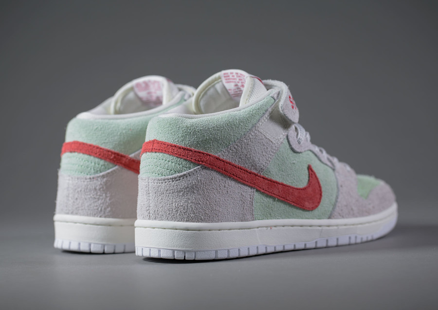 basket-nike-dunk-mid-pro-sb-hairy-suede-gris-vert-menthe-rouge-AQ2207-163 (5)