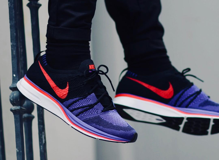 Chaussure Nike Flyknit Trainer Spiderman Black Siren Red on feet
