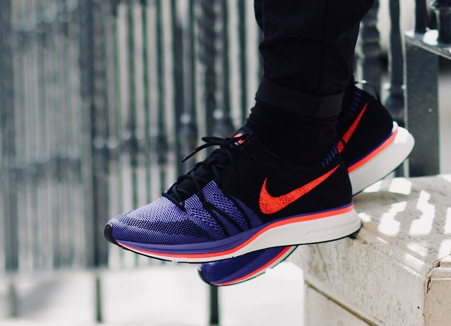basket-nike-flyknit-trainer-homme-noir-violet-rouge-on-feet-AH8396-003 (2)