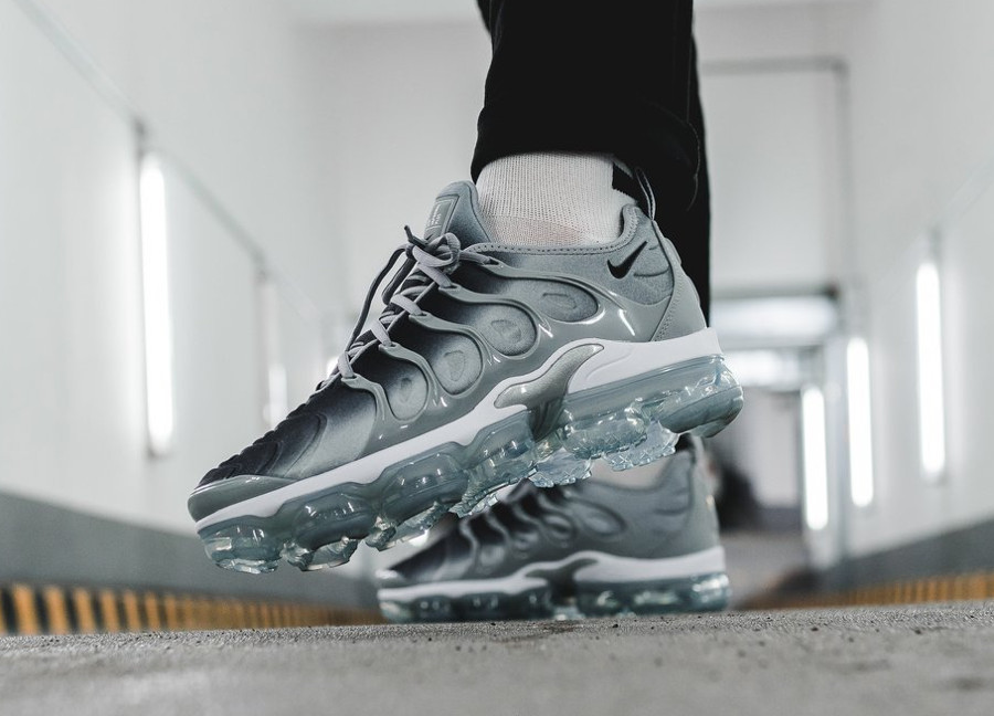 Nike Air Vapormax Plus 'Dark Grey Gradient'