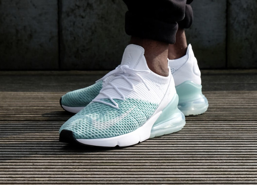 Chaussure Nike Air Max Flyknit Igloo blanche vert turquoise (femme) on feet