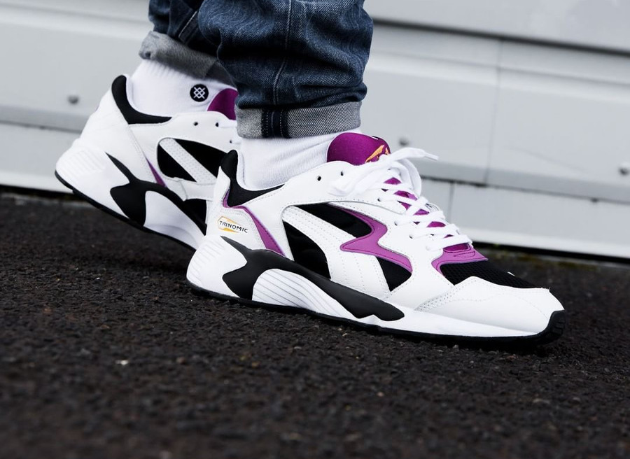 basket-puma-prevail-trinomic-original-blanche-noir-violet-jaune-on-feet-364106 02 (4)