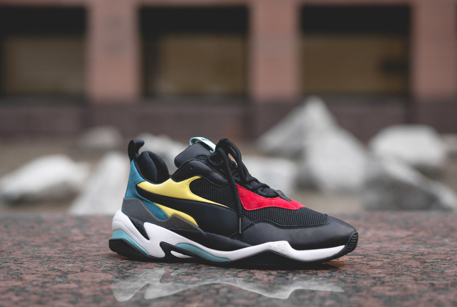 basket-puma-thunder-ugly-shoe-noire-verte-jaune-rouge-on-feet-367516 01 (1)