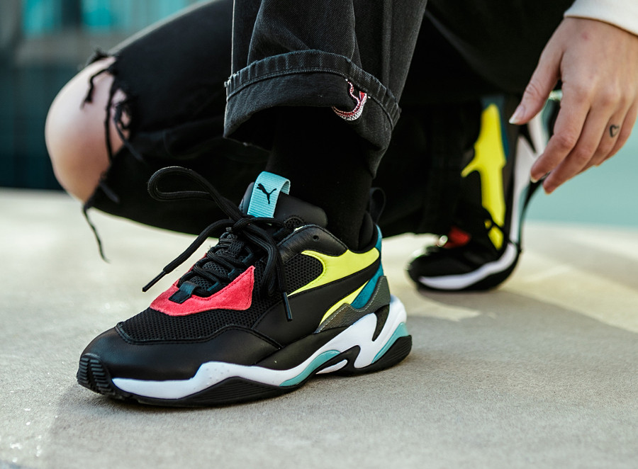 Chaussure Puma Thunder Spectra OG noire multicolore on feet