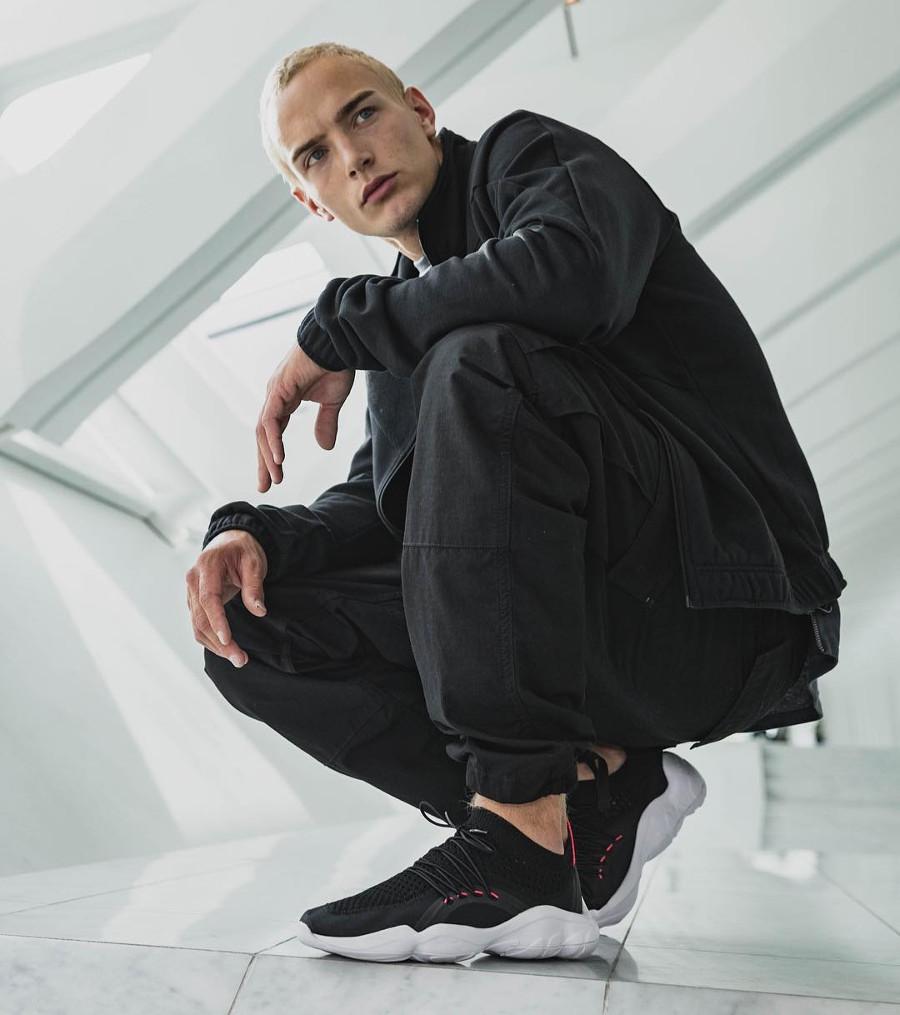 basket-reebok-dmx-fusion-vnr-tissage-noir-rouge-style-chaussette-on-feet-CM9643 (2)
