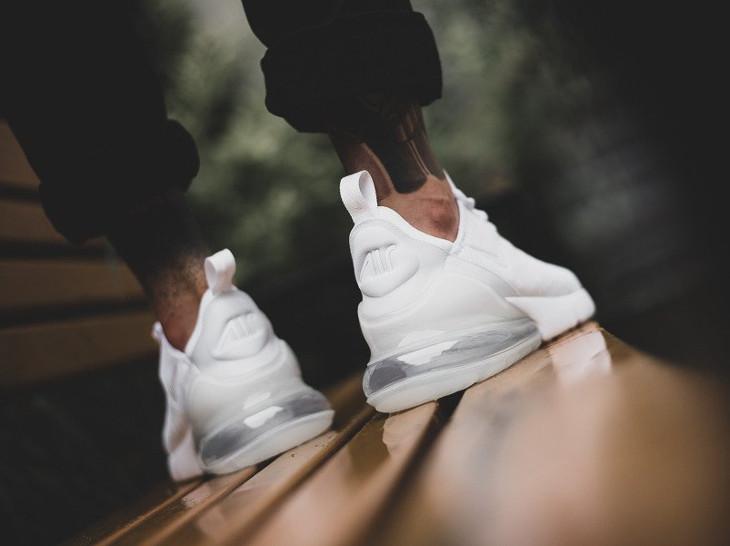 chaussure-nike-air-max-270-triple-white-mesh-blanc-on-feet- AH8050 101 (1)