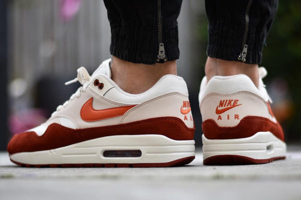 air max 1 curry on feet