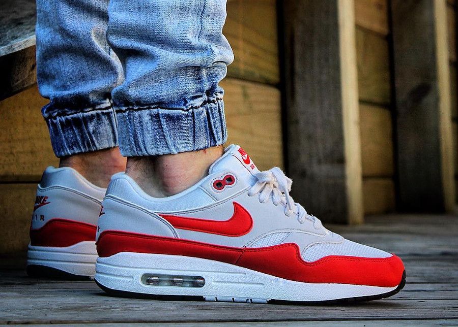 Chaussure Nike Air Max 1 femme Habanero Red Vast Grey on feet