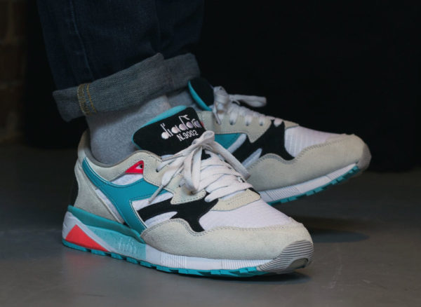 Chaussure Diadora N9002 White Sea Double Action on feet