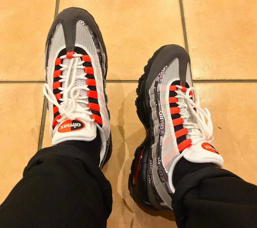 Chaussure Atmos x Nike Air Max 95 'We Love Nike' Safety Orange on feet