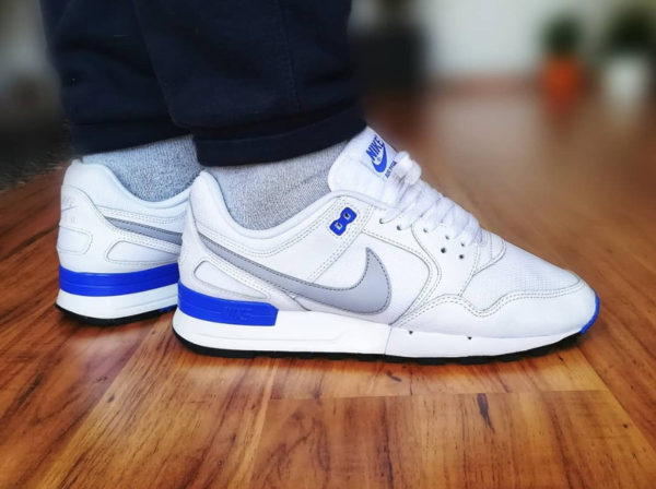 Chaussure Nike Air Pegasus 89 blanche White Racer Blue on feet