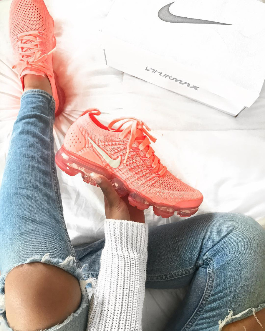 Nike Air Vapormax Flyknit 2.0 Crimson Pulse on feet - @artiicaa