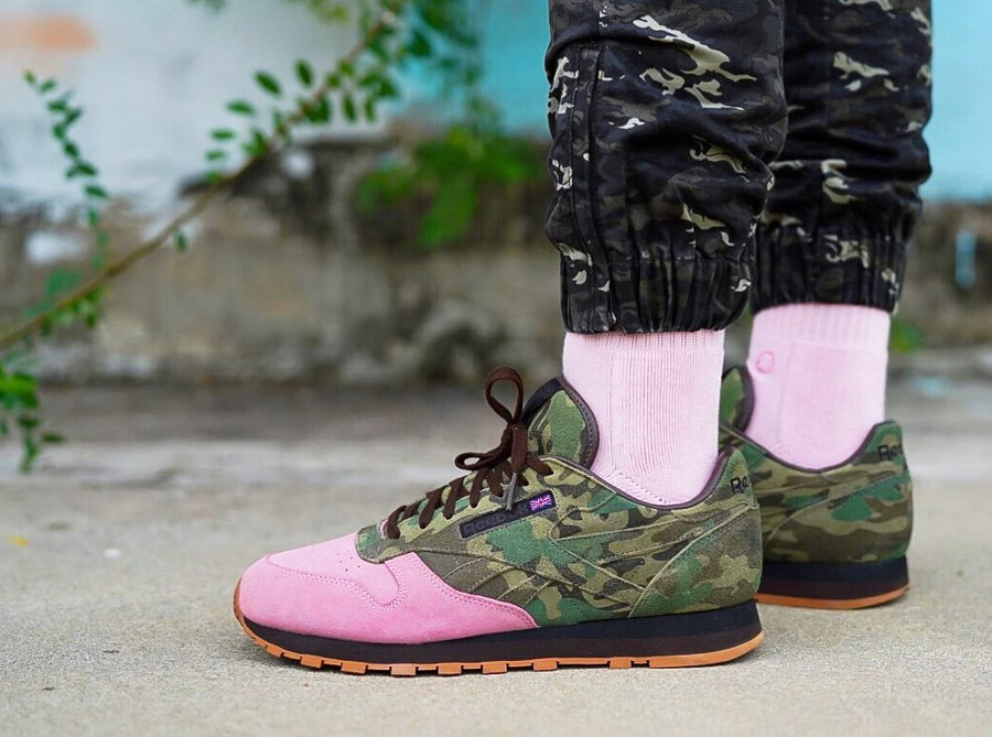 Shoe Gallery x Reebok Classic Leather Flamingos at War on feet - @changekie