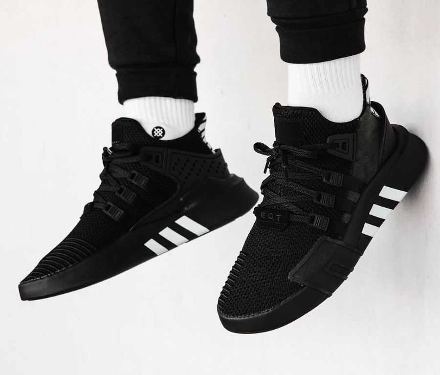 chaussure Adidas EQT Bask ADV Mid Noire Black White on feet
