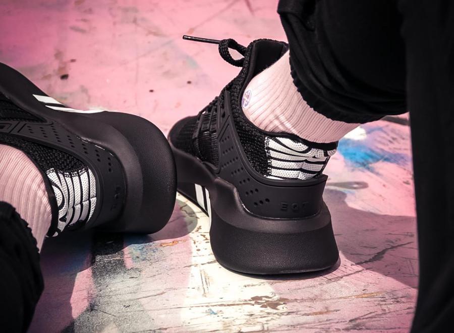 basket-adidas-equipment-bask-adv-mi-montante-mesh-noir-3-bandes-blanches (5)