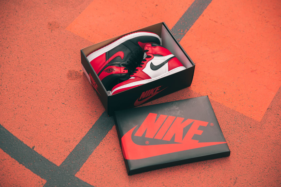 basket-air-jordan-1-split-chicago-bulls-x-banned-bred (1)