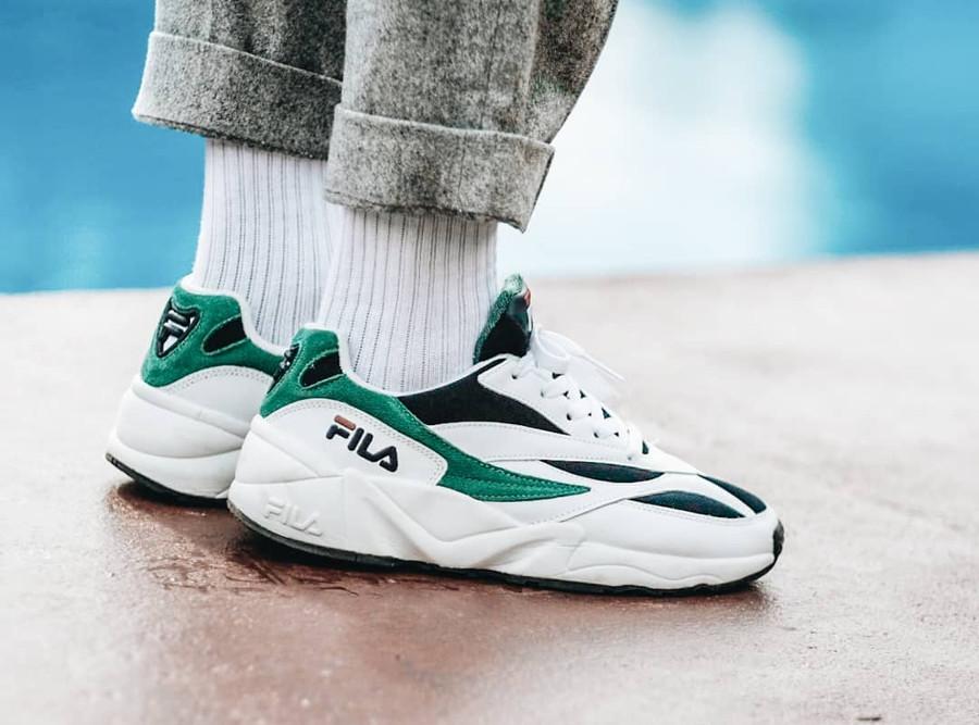 basket-fila-venom-blanche-et-verte-aux-pieds-1010255-00Q (1)