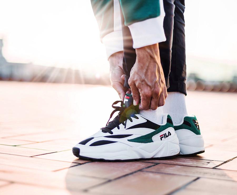 basket-fila-venom-blanche-et-verte-aux-pieds-1010255-00Q (4)