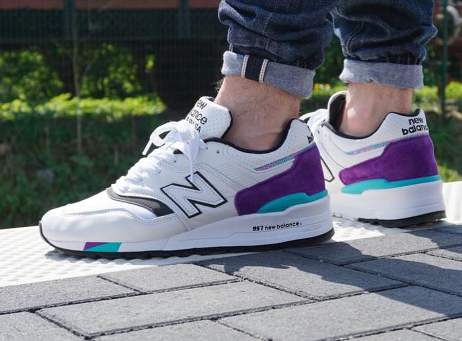 Chaussure New Balance M997WEA Light Grey Marl Purple on feet