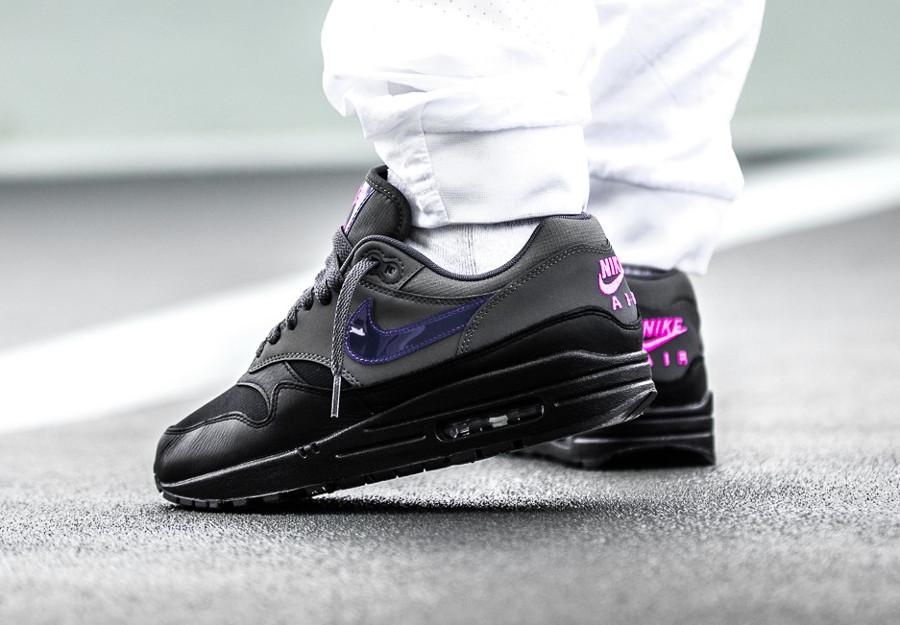 basket-nike-air-max-1-prm-cuir-noir-et-gris-swoosh-violet-AR1249-002 (2)