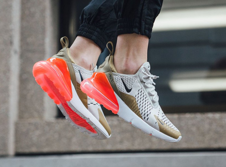 basket-nike-air-max-270-fille-flight-gold-light-bone-on-feet (3)
