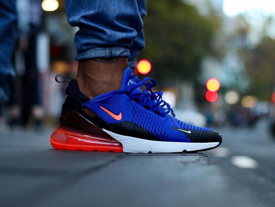 basket-nike-air-max-270-mesh-bleu-noir-swoosh-et-coussin-rouges-on-feet (2)