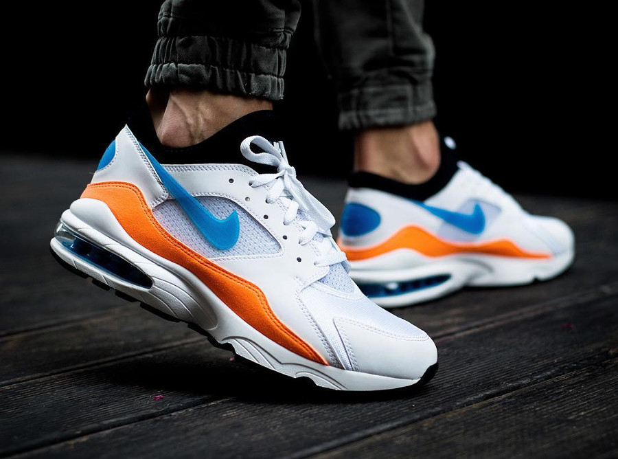 basket-nike-air-max-270-nebula-blue-on-feet
