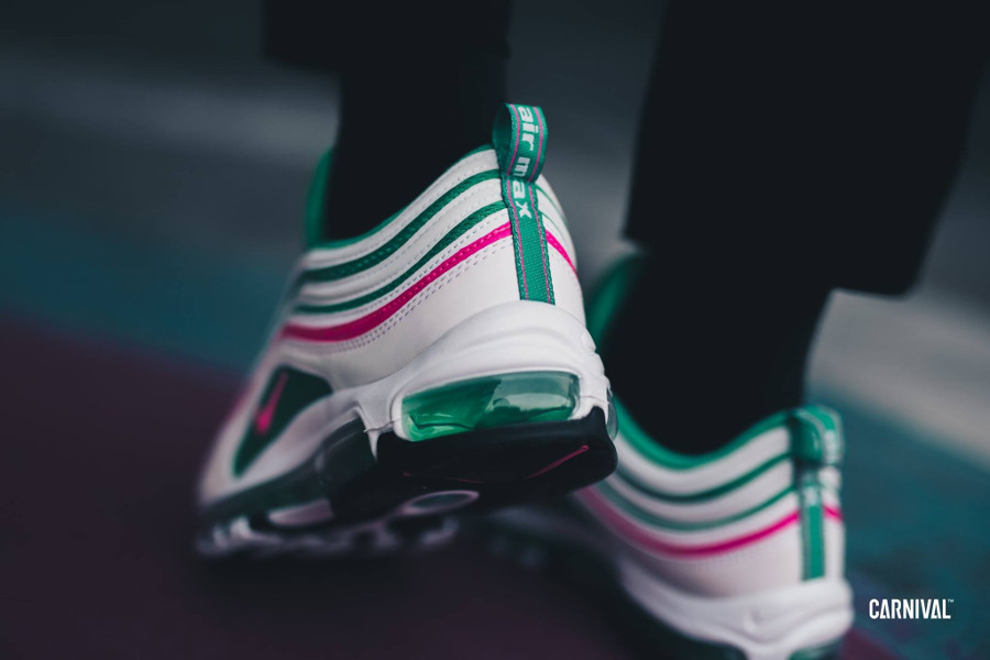 basket-nike-air-max-97-watermelon-blanche-rose-vert-turquoise-on-feet (1)
